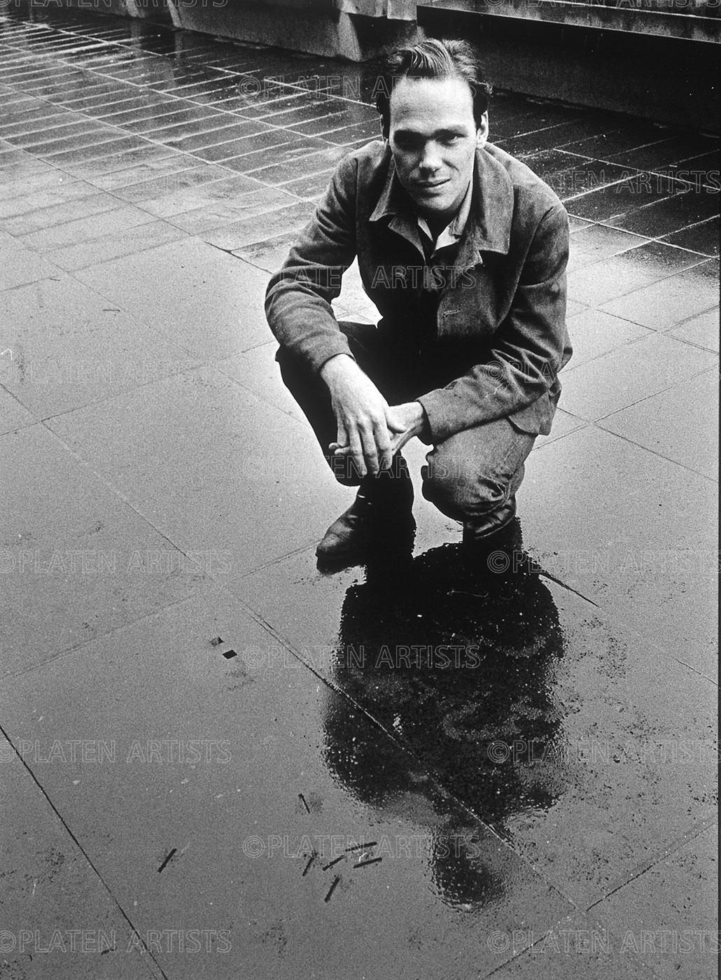 Michael Heizer, Aus der Wüste in den Regen, Düsseldorf, 1969