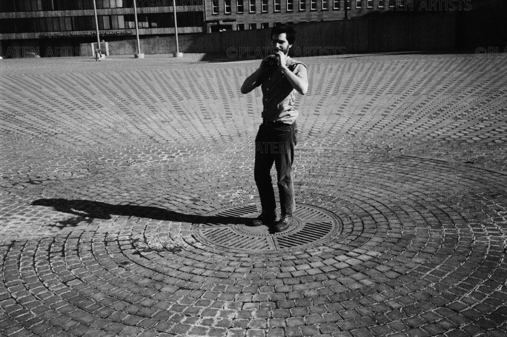 Dan Graham, Im Uhrkreis, Düsseldorf, 1969
