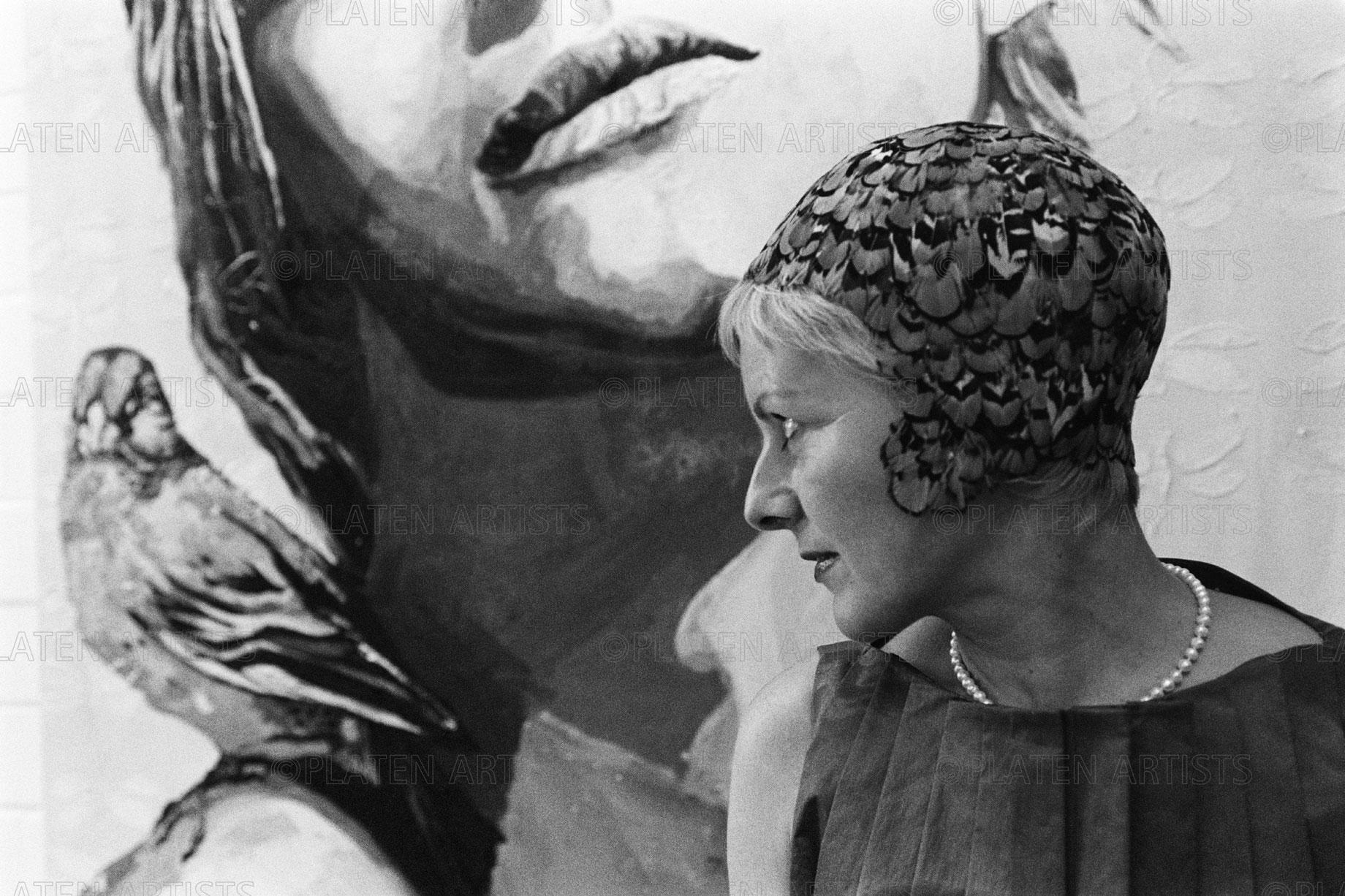 Cornelia Schleime, Federkappenvogel, Berlin, 2000