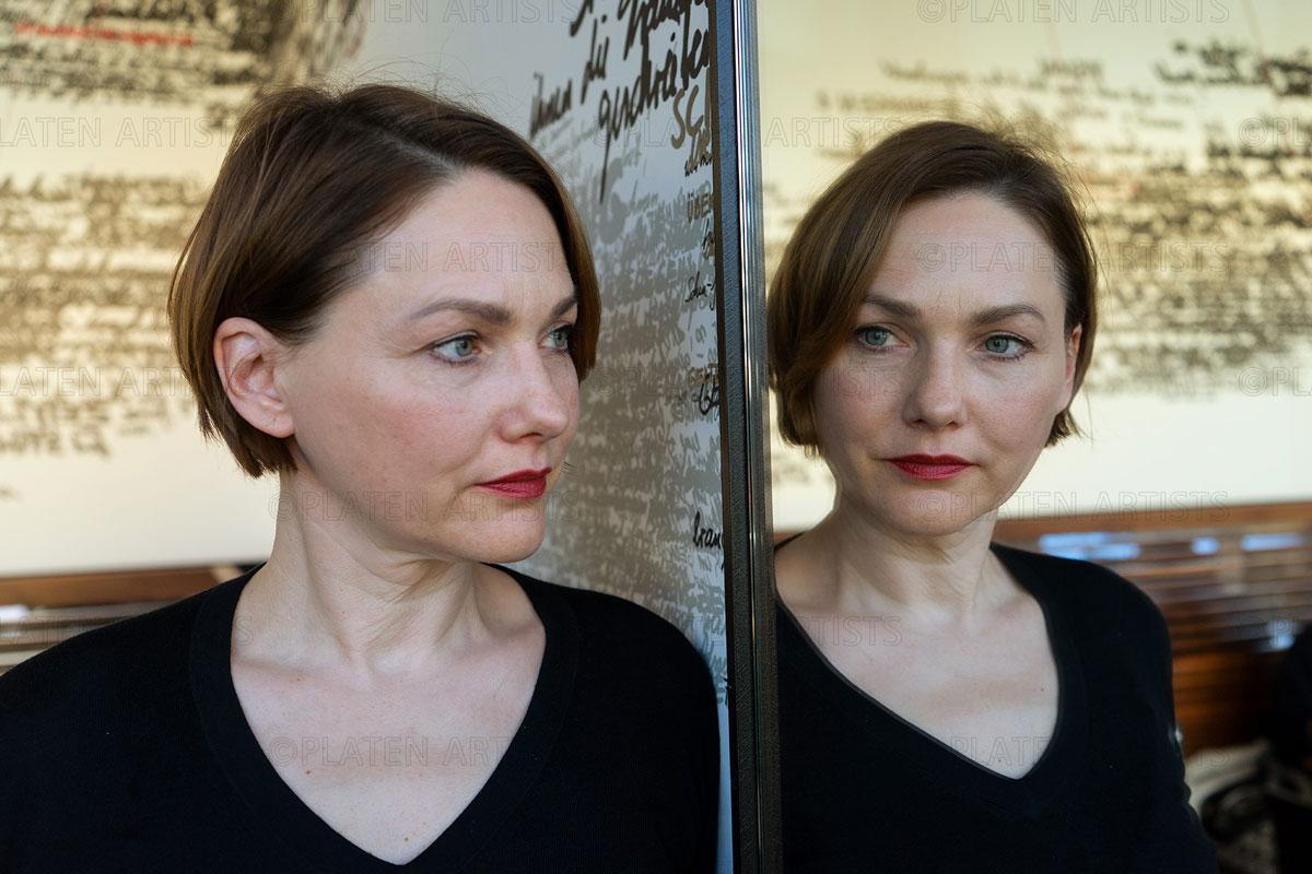 Waldach, Brigitte, Spiegelschrift mit Verfasserin, Berlin, 2017