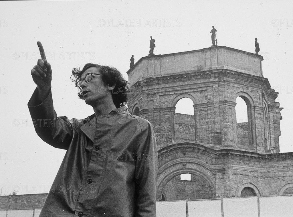 Christo, Der Ballonfinger, Kassel, 1968