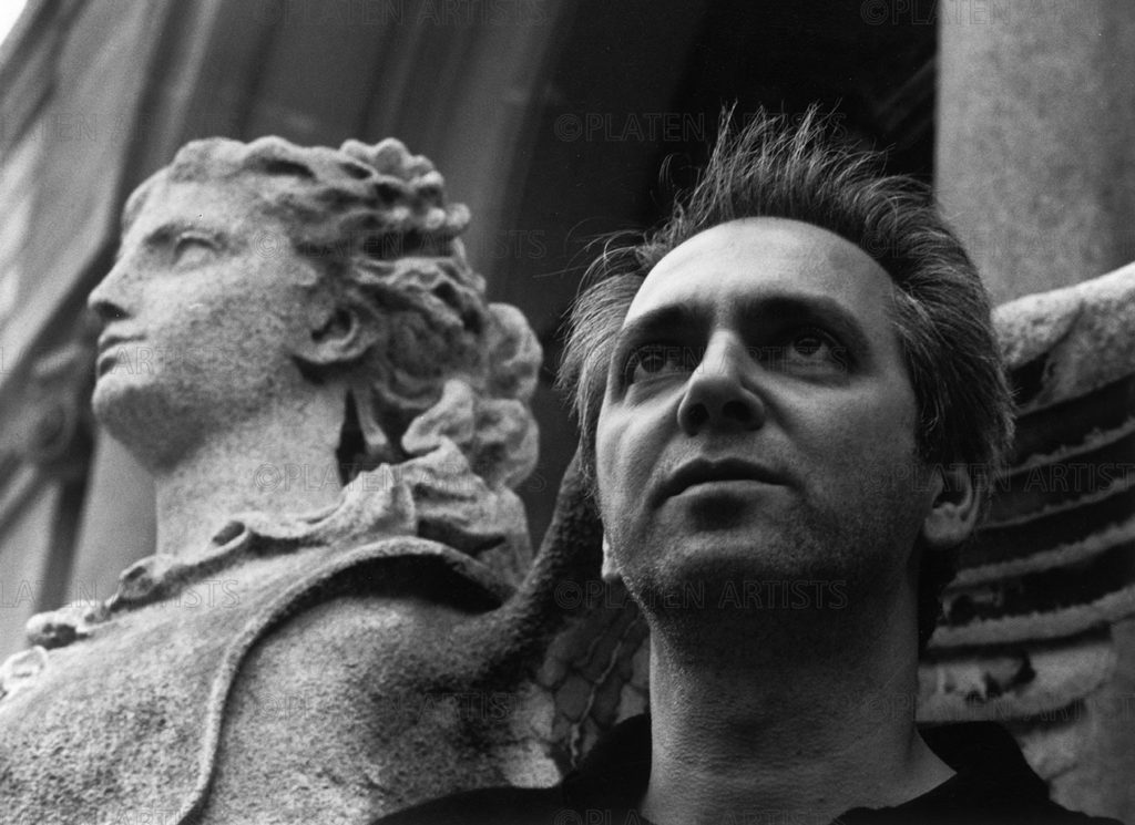 Thomas Struth, Späher mit Karyatiden, Paris, 1999