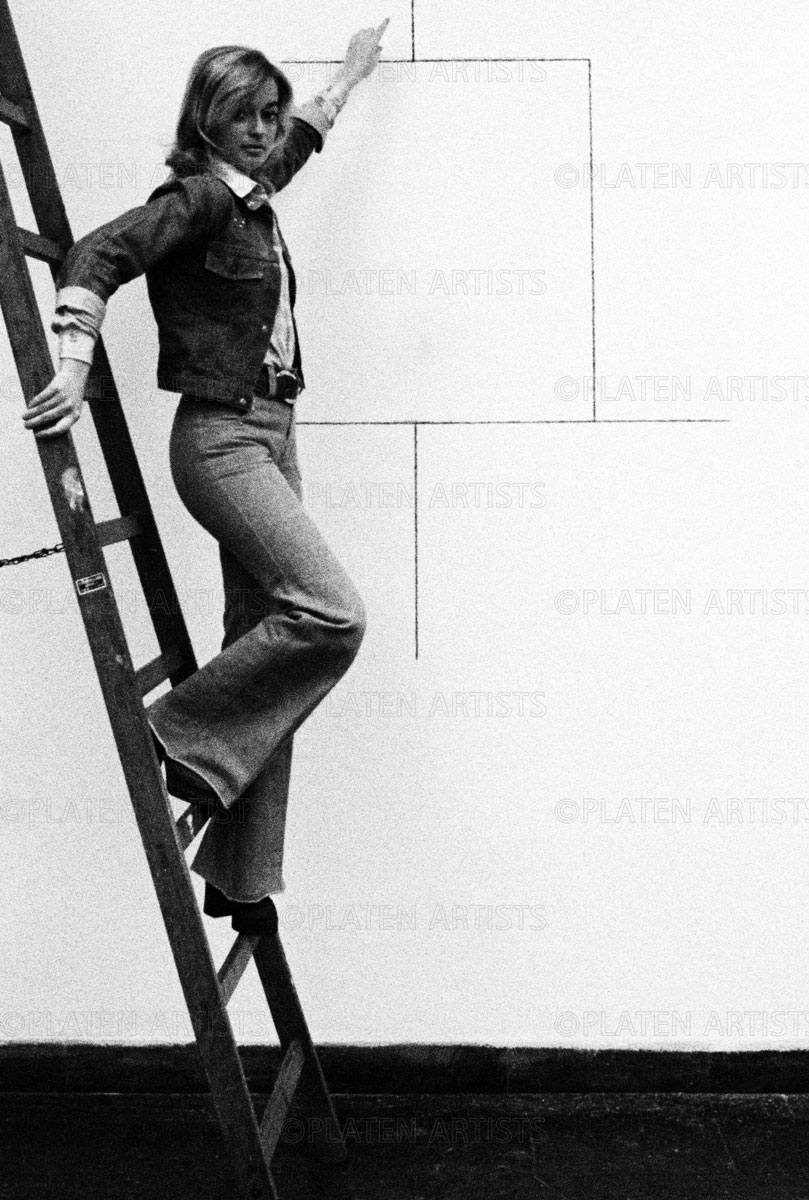 Angelika Platen, Angelika Platen vor Blinky Palermo, Hamburg, 1972