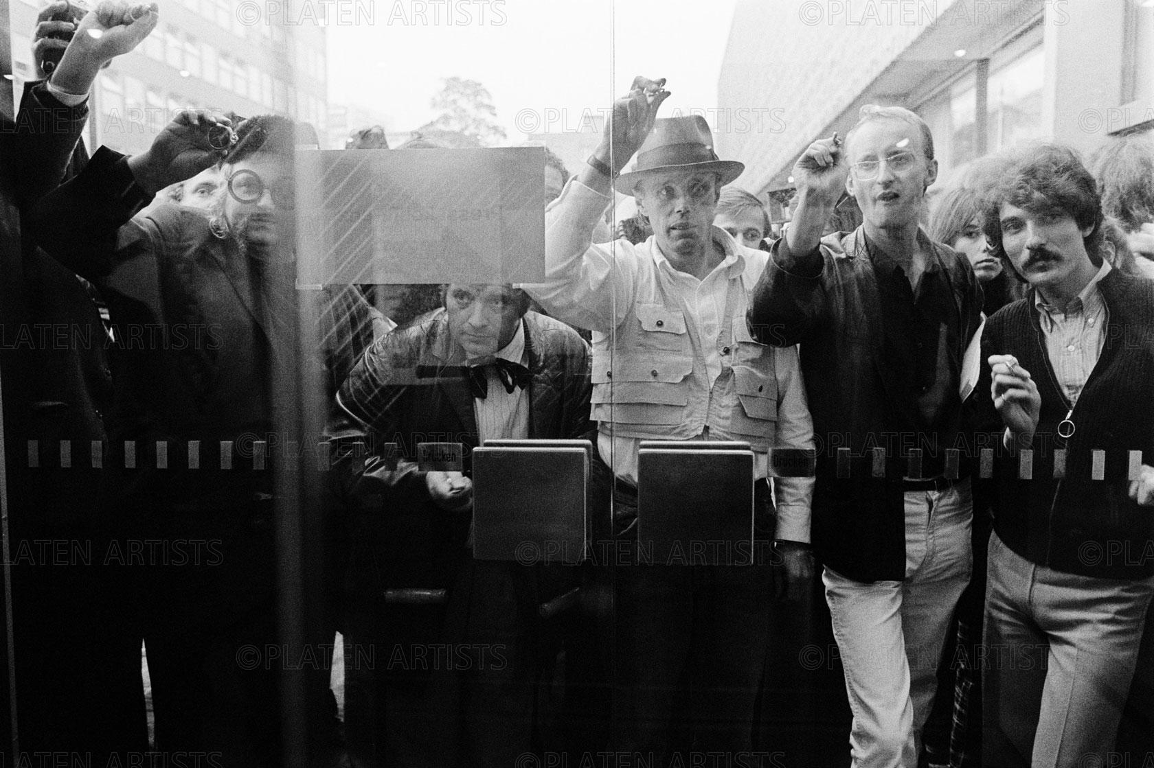 Joseph Beuys, Attacke, Köln, 1970